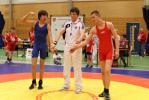 Jonas Farstad løfter handa etter seier over Vlad Federovic, Braatt IL_DxO.jpg